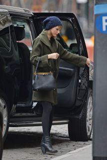 Taylor Swift Shopping In Soho - Hawtcelebs
