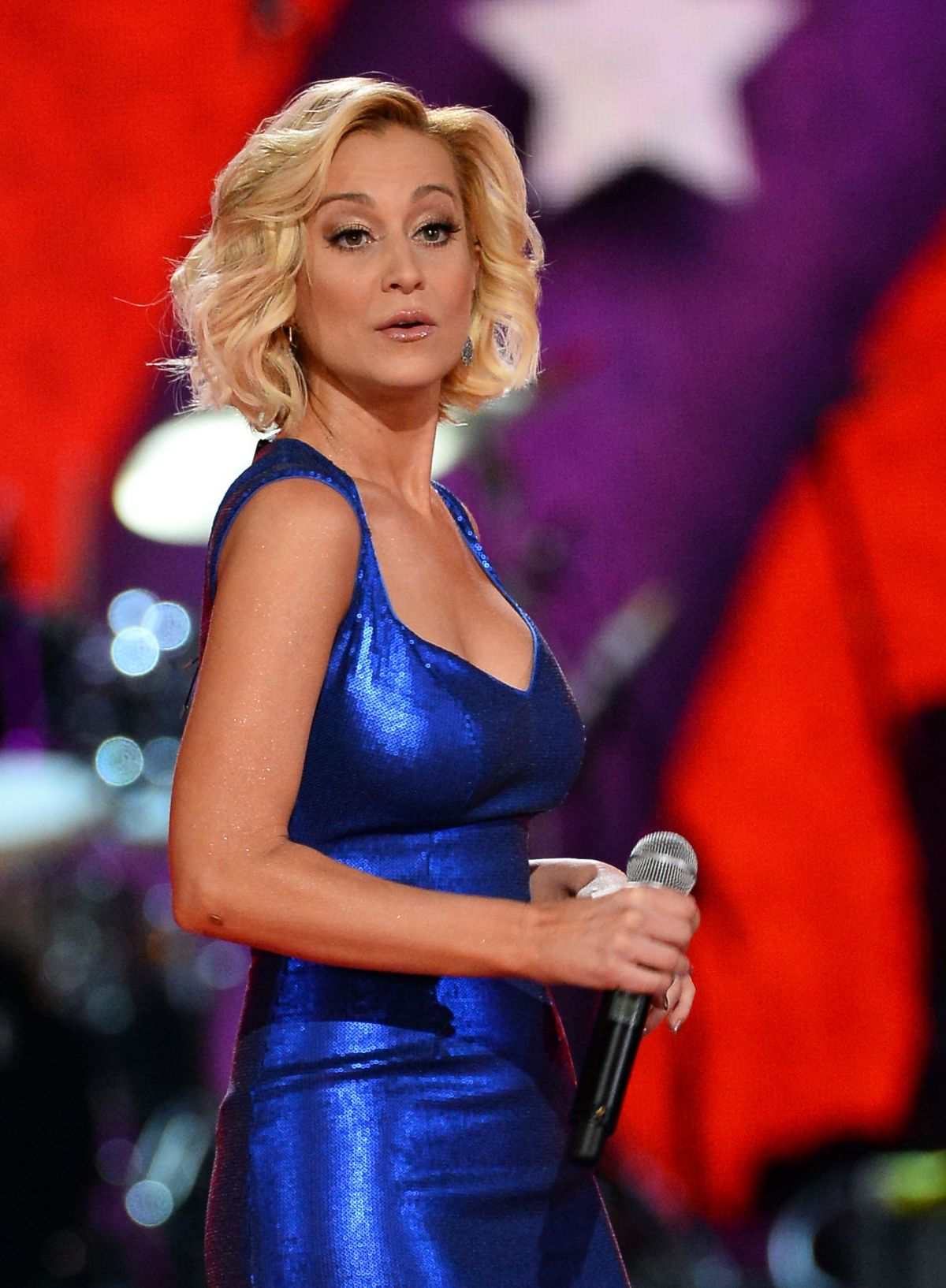 KELLIE PICKLER At ACM Presents An All Star Salute To The Troops HawtCelebs