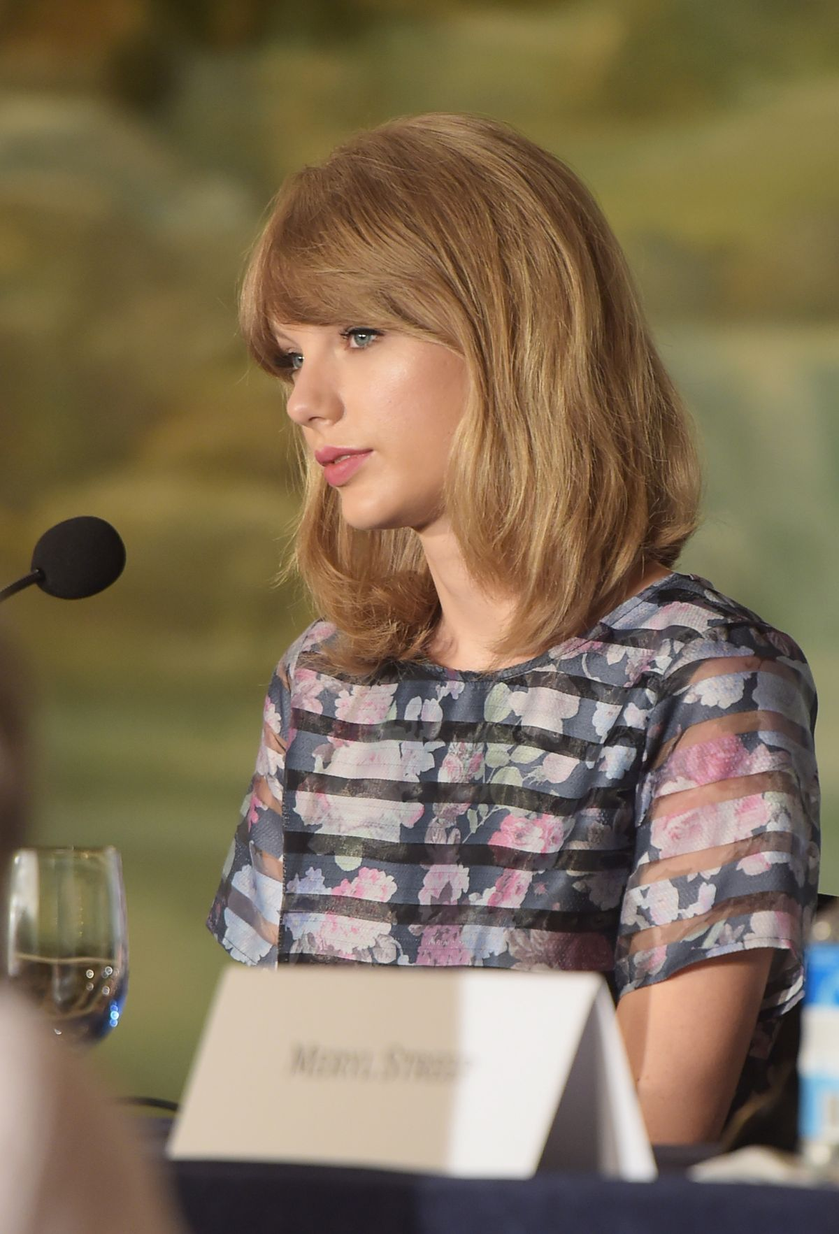TAYLOR SWIFT At The Giver Press Conference In New York HawtCelebs