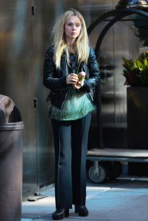 Juno Temple Leaves Hotel In York - Hawtcelebs
