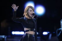 Taylor Swift Performance Blank Space