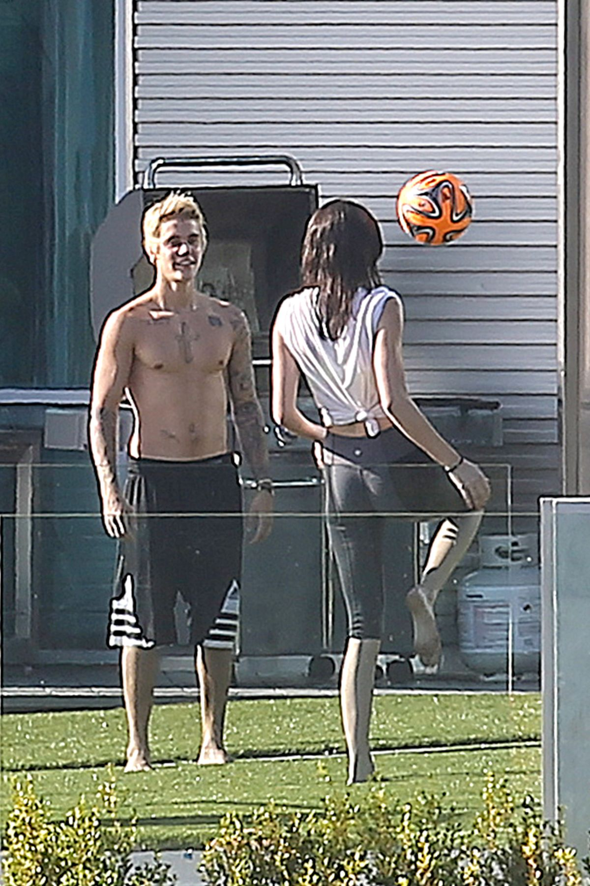 KENDALL JENNER And Justin Bieber Playing Volleyball At His