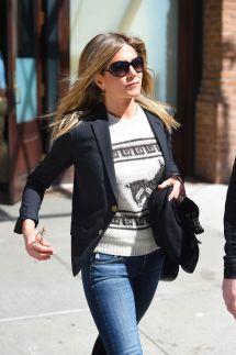 Jennifer Aniston Leaves Hotel In York 04 29 2015