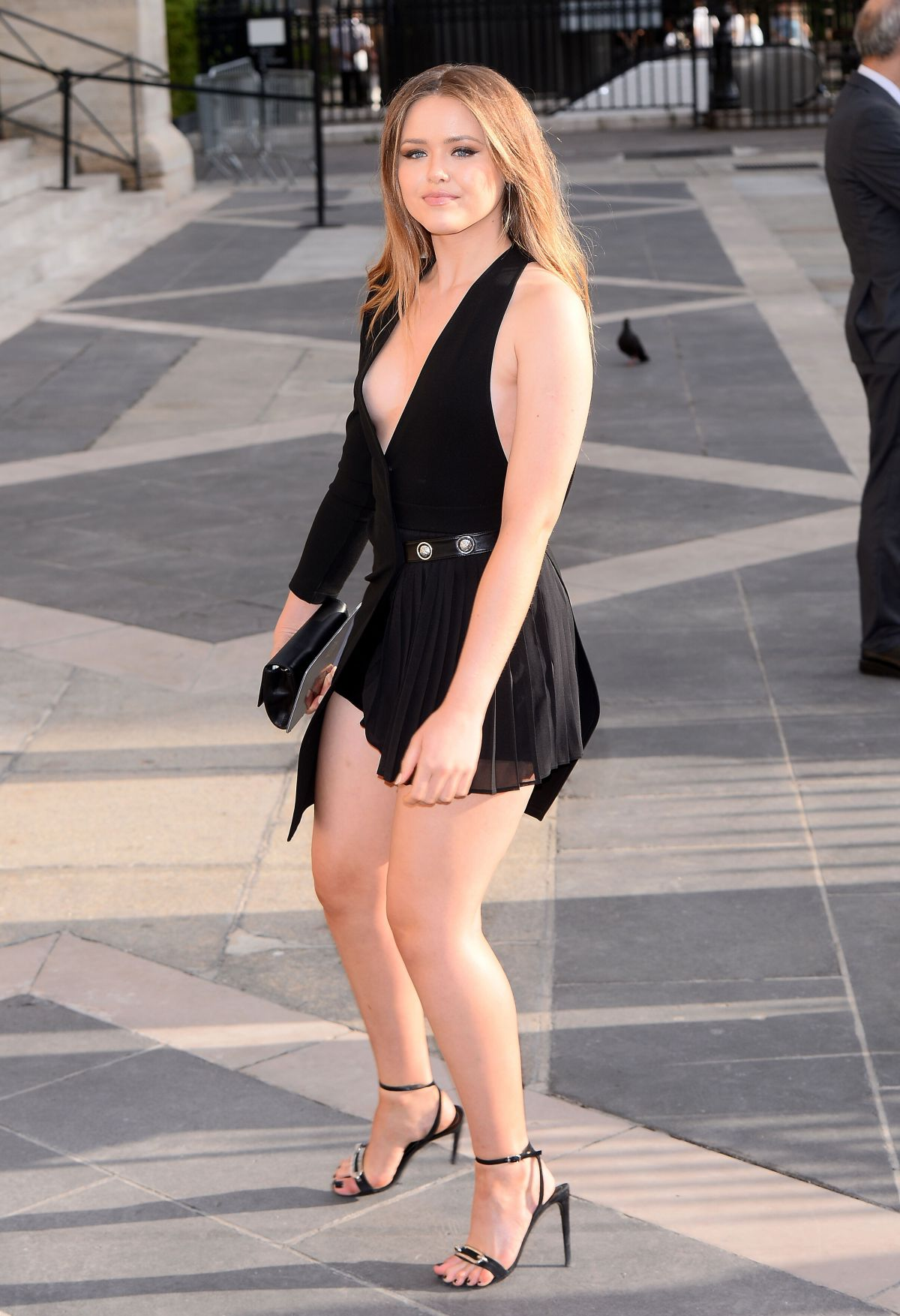 Kristina Bazan At Atelier Versace Fashion Show In Paris Imgur Jessica Robbin Massage Gif Jpg 1200x1753