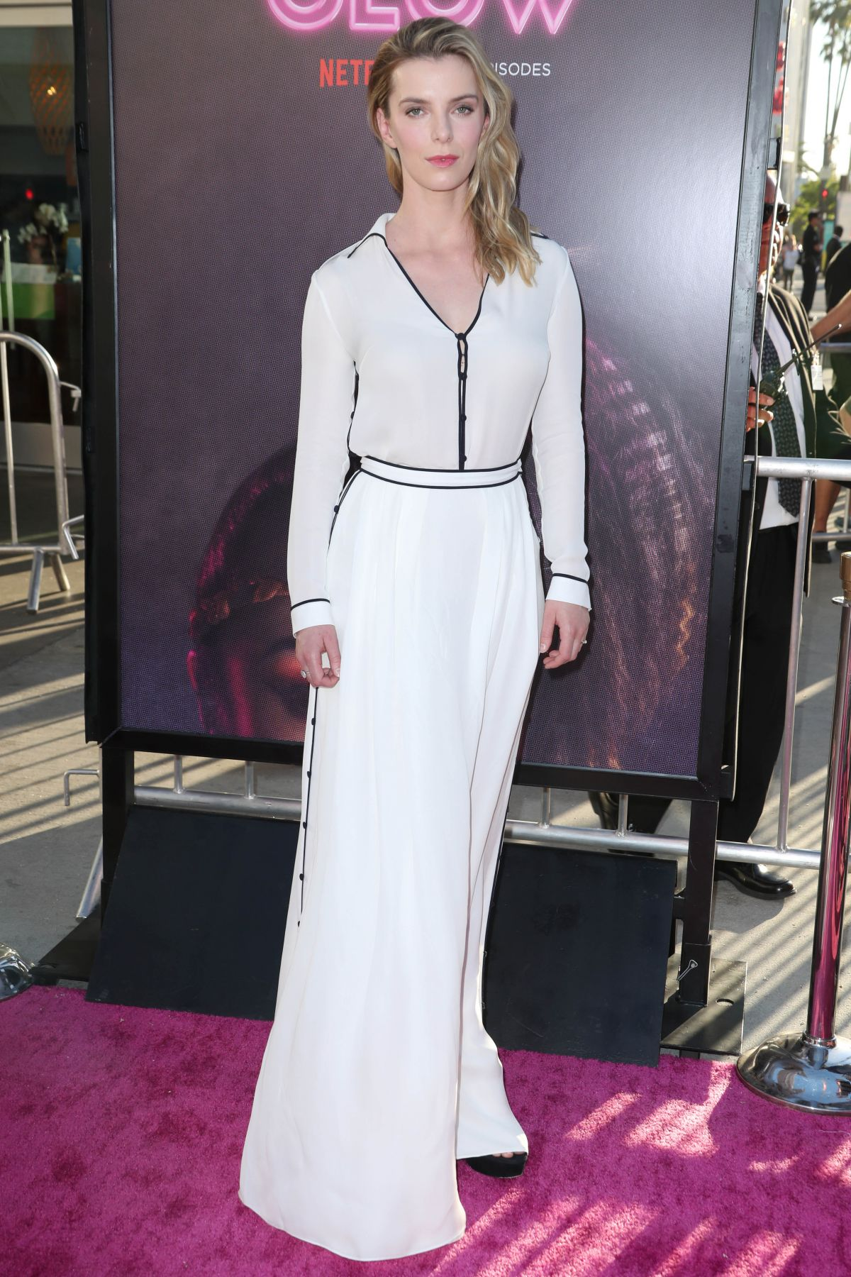 Betty Gilpin At Glow Premiere In Los Angeles 06 21 2017
