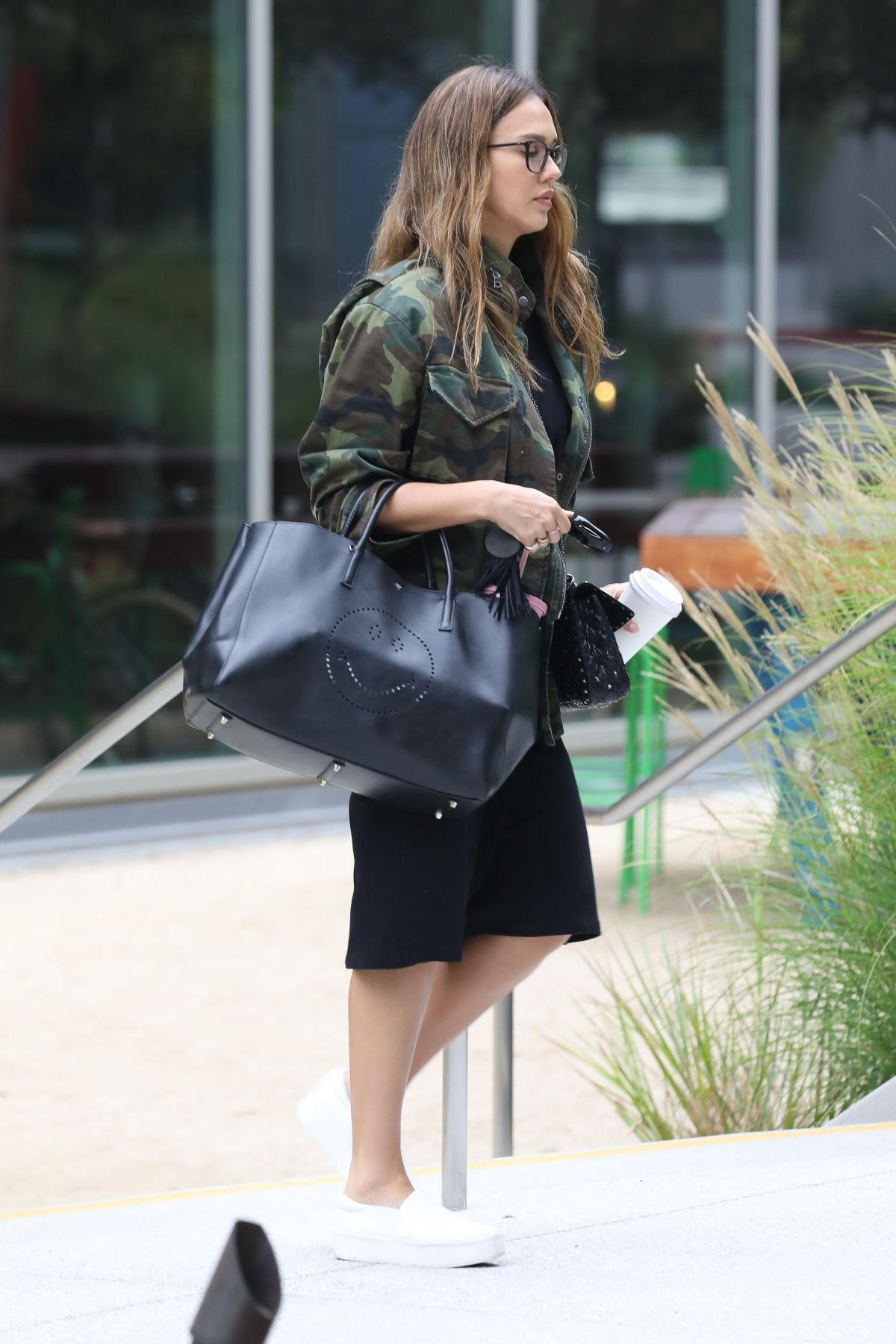 https://i0.wp.com/www.hawtcelebs.com/wp-content/uploads/2017/08/jessica-alba-out-and-about-in-los-angeles-08-25-2017_9.jpg