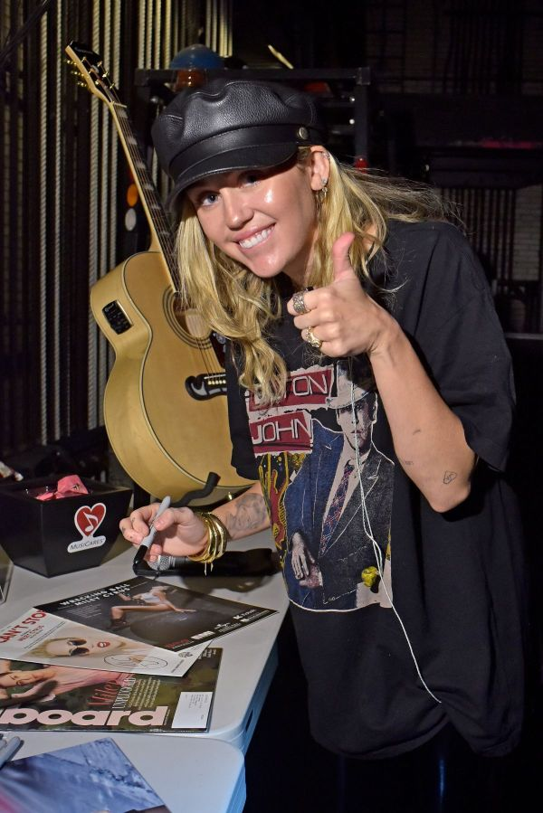 Miley Cyrus Signs Guitar And Microphone Madison