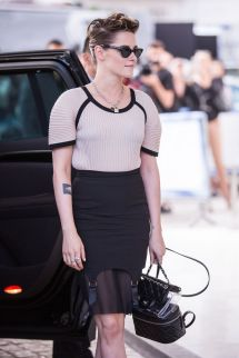 Kristen Stewart Arrives Martinez Hotel In Cannes 05 07