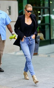 Rosie Huntington-whiteley In Jeans York 08 16