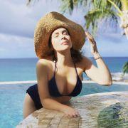 alyssa milano in bikini pool