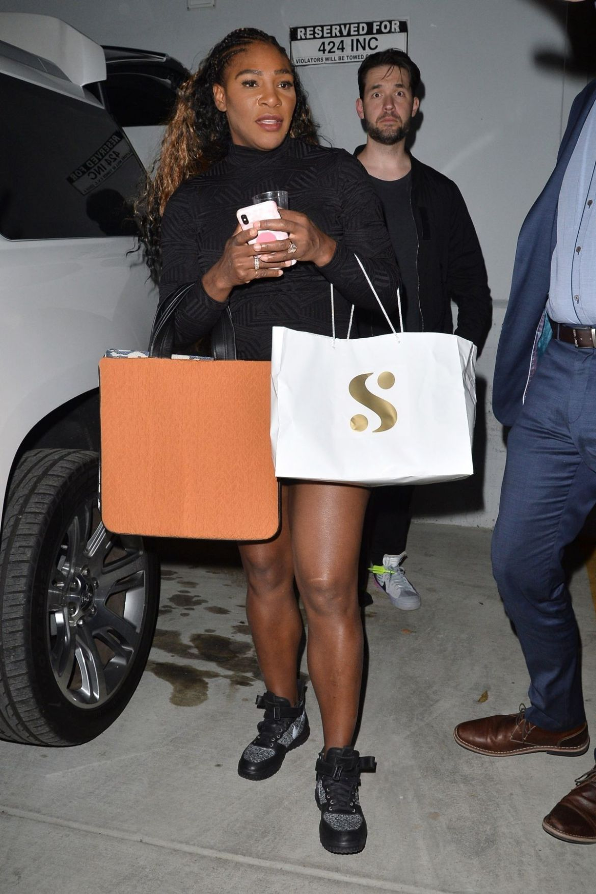 SERENA WILLIAMS Leaves Melody Ehsani on Fairfax in Los Angeles 11/30/2018