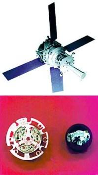 איור של הלוויין  Gravity Probe B(למעלה); כדור הקוורץ והתושבת שלו בג'ירוסקופ . הקוורץ הגולמי הופק ממכרה מיוחד בברזיל