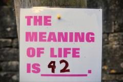"""משמעות החיים היא 42. המשפט המזוהה ביותר עם דאגלס אדאמס. צילום"""" shutterstock"""