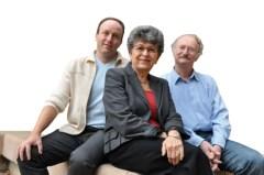 """מימין: פרופ' משה אורן, פרופ' ורדה רוטר וד""""ר פרי סטמבולסקי. צילום: מכון ויצמן"""