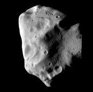 האסטרואיד לוטטיה כפי שצולם על ידי החללית רוזטה ב-10 ביולי 2010