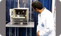נשיא אירן מחמוד אחמדיניג'אד בוחן לווין איראני שאמור היה להיות משוגר ב-2008, אך שיגורו נכשל