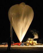 בלון למדידת החומרים ההורסים את שכבת האוזון שהטיסו אנשי המכון הטכנולוגי של קארלסרוהה מעל צפון סקנדינביה