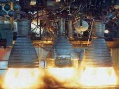 """דלק טילים נפלט ממנוע של טיל. צילום: נאס""""א"""