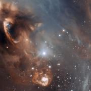 איזור יצירת הכוכבים ngc_6729t . צילום: ESO