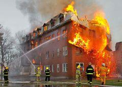 כבאים מכבים שריפה בקנדה. מתוך ויקיפדיה
