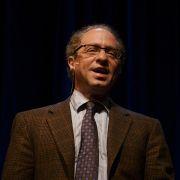 ריי קורצווייל בהרצאה באוניברסיטת סטנפורד ב-2006. מתוך ויקיפדיה