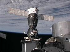 החללית סויוז TMA-02M עוגנת בתחנת החלל הבינלאומית, 10 במאי 2011