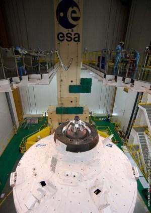 רכב האספקה ATV-3 של סוכנות החלל האירופית בעת בנייתו. צילום: סוכנות החלל האירופית