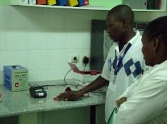 מדפסת ה-SMS של טליט מסייעת לטפל בתינוקות חולי איידס באפריקה