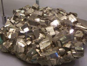 פיריט - זהב השוטים. מתוך ויקיפדיה