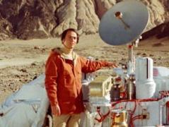 """קארל סייגן """"מבקר"""" במאדים. מתוך הסדרה קוסמוס"""
