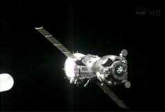 """החללית סויוז TMA-09M עוגנת בתחנת החלל, 29 במאי 2013. צילום: נאס""""א"""