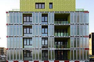 בניין המגורים הראשון בעולם שהאנרגיה שהוא צורך מופקת על ידי אצות בניין המגורים הראשון בעולם שהאנרגיה שהוא צורך מופקת על ידי אצות צילום: Colt International, Arup Deutschland, SSC