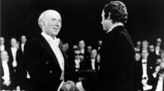 חוקר פורה ומורה מוערך. דולבקו מקבל את פרס נובל ברפואה, 1975. צילום: מכון סאלק