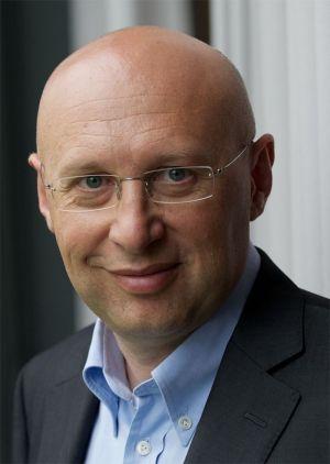 סטפן הל, אחד משלושת זוכי פרס נובל לכימיה לשנת 2014. מתוך ויקיפדיה