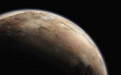 איור של פלוטו המבוסס על נתונים ששיגרה החללית ניו הוריזונס הנמצאת בדרכה אליו. באופן בלתי ניתן להסבר יש לפלוטו אטמוספירה, אם כי דלילה, ופני השטח שלו נראים בצבע אדום בהיר – אפרסק, אך גם איזורים בצבעים של לבן ואדום כהה. איור: An artist's illustration of Pluto. (Illust. Credit: NASA/New Horizons)