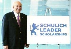 הפילנטרופ היהודי-קנדי סימור שוליך, מקים קרן מלגת מנהיגי שוליך