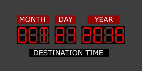 השעון הדיגיטלי מ-1985 המותקן במכונית הדלוריאן ואשר מכוון אותה ל-21 באוקטובר 2015. מתוך ויקיפדיה