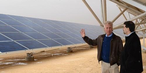 פאנלים סולאריים יסייעו בצמצום התלות בדלקי מאובנים. צילום: U.S. Embassy Tel Aviv, Flickr