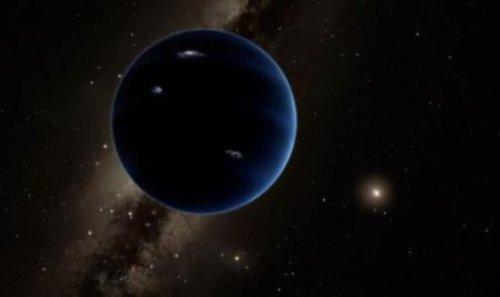 איור אמנותי זה מציג את המראה האפשרי של כוכב הלכת התשיעי המרוחק מהשמש, שככל הנראה הוא מורכב בעיקר מגזים בדומה לאורנוס ונפטון. ברק היפותטי מאיר את צד הלילה. איור: קאלטק