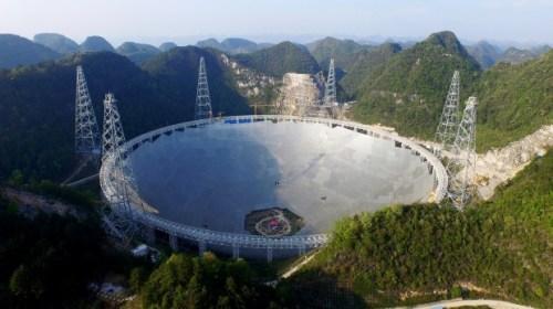 """""""טלסקופ הרדיו הגדול בעולם"""" בעיר פינגטאנג שבמחוז גויז'ו שבסין. צילום:  Commonwealth Scientific and Industrial Research Organisation (CSIRO), הארגון האוסטרלי שבנה את רכיבי הטלסקופ"""