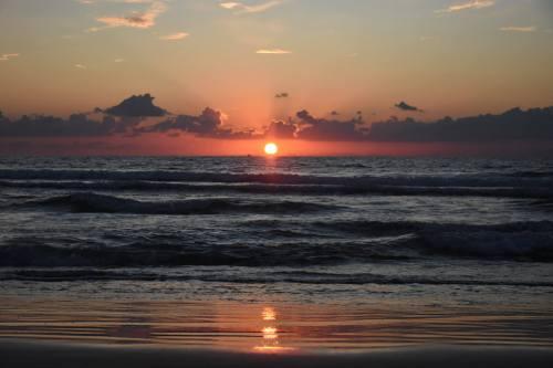 """חוף דדו בחיפה. התחנה הימית שהושקה ממוקמת בהים התיכון העמוק, 50 ק""""מ מחיפה.מקור: David King, flickr."""