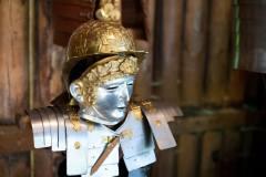 שיחזור של קסדה של חייל רומאי. משוועים למתכות. המחשה: shutterstock