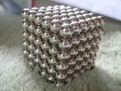 קובייה של מגנטים מבוססי ניאודימיום.