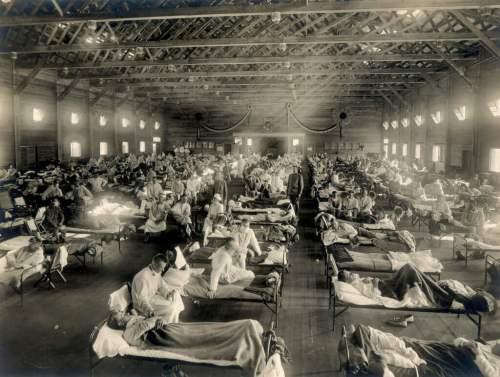 בית חולים מאולתר מטפל בנפגעי השפעת הספרדית בקנזס, ארצות הברית. צילום: Otis Historical Archives Nat'l Museum of Health & Medicine, Wikipedia