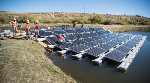 מערכות פוטו-וולטאיות סולאריות צפות שהותקנו במדינת קולורדו [באדיבות:Dennnis Schroeder/NREL]
