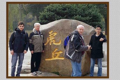 מימין: קאנג לין, פרופ' איליה אברבוך, פרופ' יחיעם פריאור ואיליה טיוטיוניקוב. העמידו במקום. צילום: דוברות מכון ויצמן