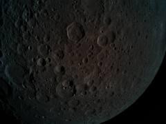 הצד המרוחק של הירח, נקודת מבט שלא נראית מכדור הארץ. בתמונה זו כדור הארץ מוסתר על ידי הירח. התמונה צולמה מגובה 470 קילומטרים מעל פני הירח. צילום: SpaceIL והתעשייה האווירית