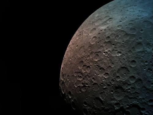 """הצד המרוחק של הירח, מגובה 550 ק""""מ. הצד הרחוק של הירח- קרדיט לצילום בראשית באדיבות SpaceIL והתעשייה האווירית."""