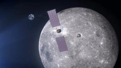 """""""שער הירח"""" במסלולו סביב הירח. איור: נאס""""א"""