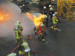 """ניסוי בד חסין אש ללוחמי אש. צילום: נאס""""א"""